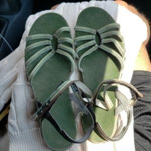 TeVa size 9W green sandals